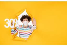 举行在黄色购物健康covid的面具的前视图年_16384706