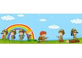 童子军制服的许多孩子在公园里玩得开心_1504945