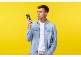 技术生活方式和广告概念懊恼和沮丧的年_17122397