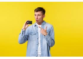 技术生活方式和广告概念指向和看信用卡_17122450