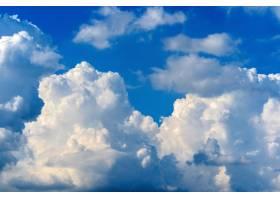 与白色云彩的蓝天天空背景_13180829