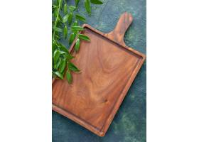 顶视图棕色木书桌在深蓝背景食物颜色肉厨房_13062188