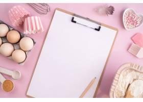 食物成份框架烘烤的在一个轻柔的桃红色淡色_12942163