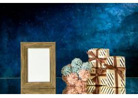 正面图空的画框情人节礼物在深蓝抽象背景自_17231732