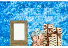 正面图空的画框礼物在蓝色抽象背景自由空间_17231717