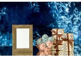 正面看法空的画框情人节礼物在深蓝抽象背景_17231727