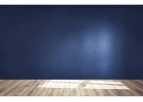 深蓝色墙壁在有一个木地板的一个空的室_3740512