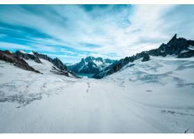 在雪盖的露丝冰川美丽的宽射击在与白色云彩_7957355