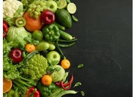 在黑石背景的健康食物盘卫生集包括蔬菜_14227112