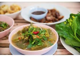 传统当地北泰国风格的食物膳食_3937840