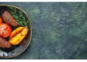 半射击了可口肉炸肉排烘烤用土豆和蕃茄在一_17247070
