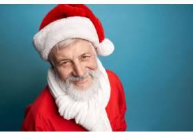 圣诞节红色服装和白色围巾的有胡子的年迈的_17312857