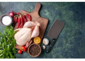 顶视图新鲜的未加工的鸡用在深蓝色背景厨房_17232041