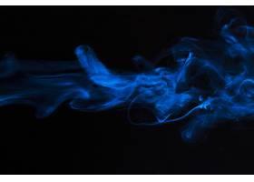 蓝色烟覆盖物纹理运动在黑背景_4233683