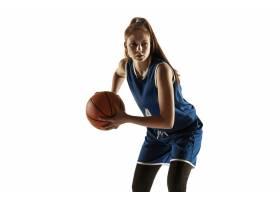队年轻白种人女性蓝球运动员在行动的行动_17248133