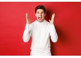 沮丧和恼怒的人的图象呼喊在愤怒的白色毛线_17386261