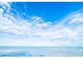 在蓝天和海的白色云彩_3962982