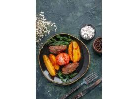 可口肉炸肉排顶上的看法烘烤用土豆和蕃茄在_17247160