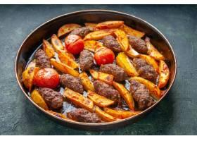 可口肉炸肉肉饼侧视图烘烤用土豆和蕃茄在绿_17247336