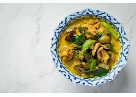 在大理石背景的泰国食物鸡绿色咖喱_14742006