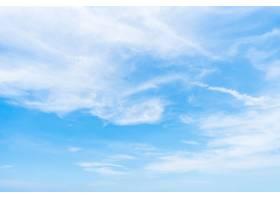 在天空背景的白色云彩_3982210