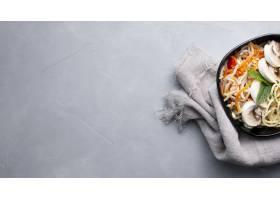 在灰色织地不很细背景的可口和健康亚洲食物_8826095
