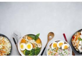 在灰色织地不很细背景的可口和健康亚洲食物_8826097