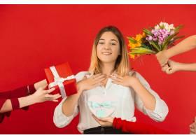 所有的礼物和鲜花情人节庆祝活动在红色_14219434