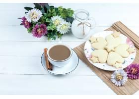 高角度视图心形和星曲奇饼花在与水罐牛奶_13788335