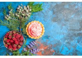小馅饼顶视图与桃红色酥皮点心奶油碗的用在_14071293