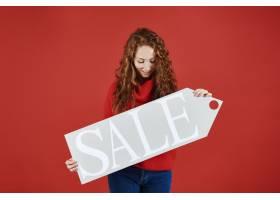 显示冬天销售横幅的女孩_11821578