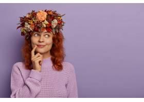 坦率的射击美丽的红发女士有梦幻表达让手_12928745