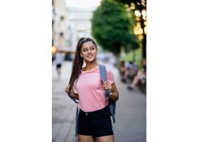 夏天生活方式塑造年轻时髦的行家妇女画象走_11707385