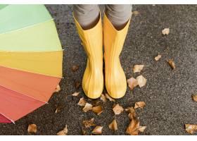 高角度雨靴特写镜头_9365537