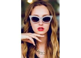 魅力时尚金发女士用酷复古太阳镜_9654707