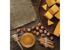 顶视图秋天食物和粗麻布织物_9905672