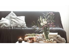 舒适的家庭室内客厅与花瓶和蜡烛_9435065