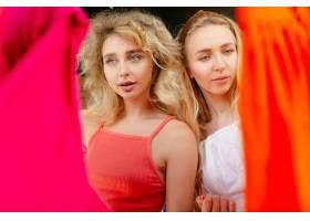 选择对穿服装店在销售夏季或秋季收藏_16349564