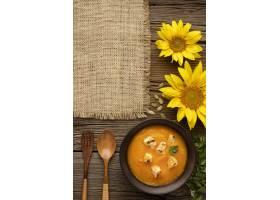 秋天食物南瓜和蘑菇汤顶视图_9905958