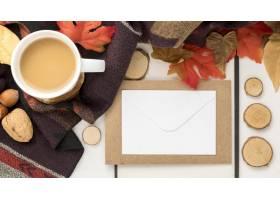 空白的招贴顶视图有秋叶和咖啡的_10369479