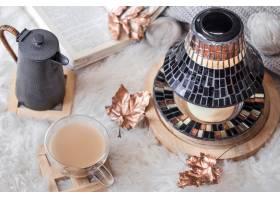 秋天冬天舒适的家庭静物与一杯热饮料从顶_10107299