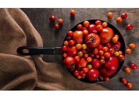 秋天蕃茄顶视图在平底锅用布料_10298168