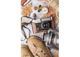 相机和秋天必需品的顶视图_9467529