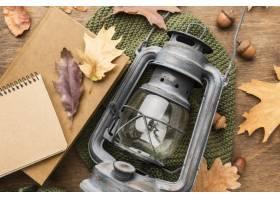 灯笼顶视图有秋叶和笔记本的_9467515