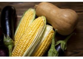 新鲜的秋季蔬菜的顶视图组成_9851366