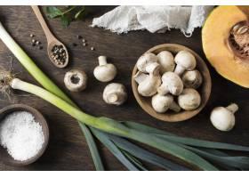 新鲜的蘑菇安排顶视图_10067914