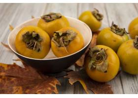 未成熟的柿子果子顶视图在一个碗的有叶子的_13997404