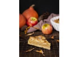 感恩节的高角度鲜美苹果馅饼切片_9700295