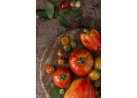 平躺的西红柿和辣椒的安排_10109032