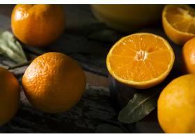 大角度大量秋天橙子与叶子_10298137